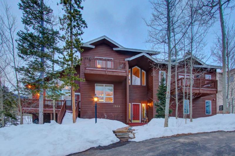 Gorgeous lodge w/ hot tub & mountain views near ski resorts! - Image 1 - Silverthorne - rentals