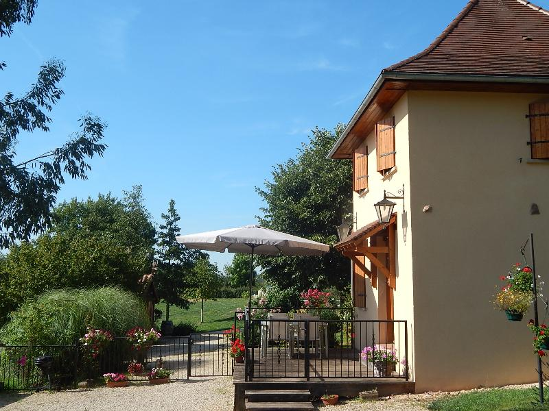 Charming cottage in Hautefort Dordogne with pool + wifi - Image 1 - Hautefort - rentals