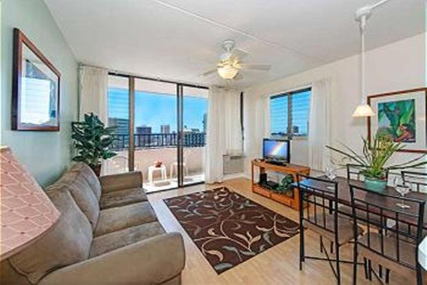Ocean View End unit Royal Kuhio Condo w/ Kitchen - Image 1 - Honolulu - rentals
