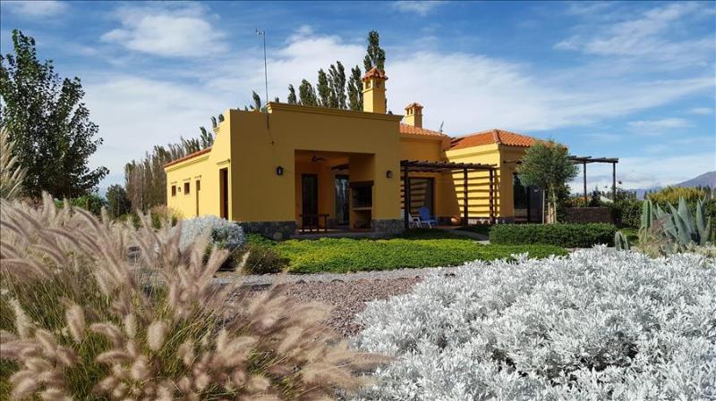 Casa Jeffry by Cafayate Holiday - Image 1 - Cafayate - rentals