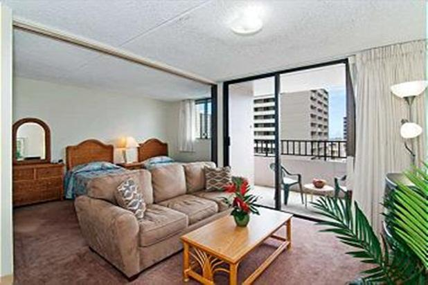 Royal Kuhio Condo with Full Kitchen and Parking - Image 1 - Honolulu - rentals