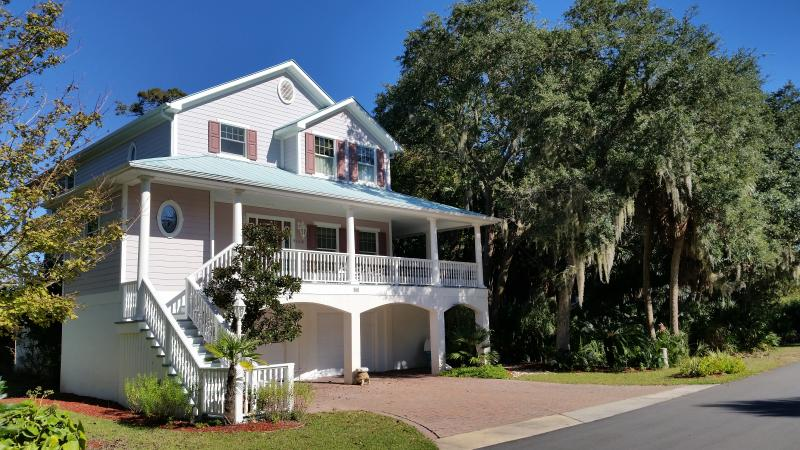 Street view of Ocean Creek Escape - Spacious Custom Home with Panoramic Views - Fripp Island - rentals
