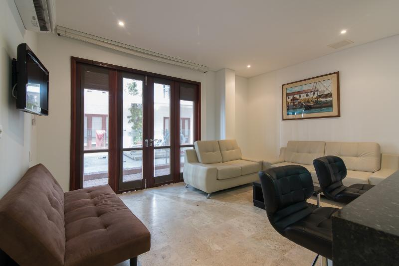 Contemporary 1 Bedroom Apartment in Old Town - Image 1 - Cartagena - rentals