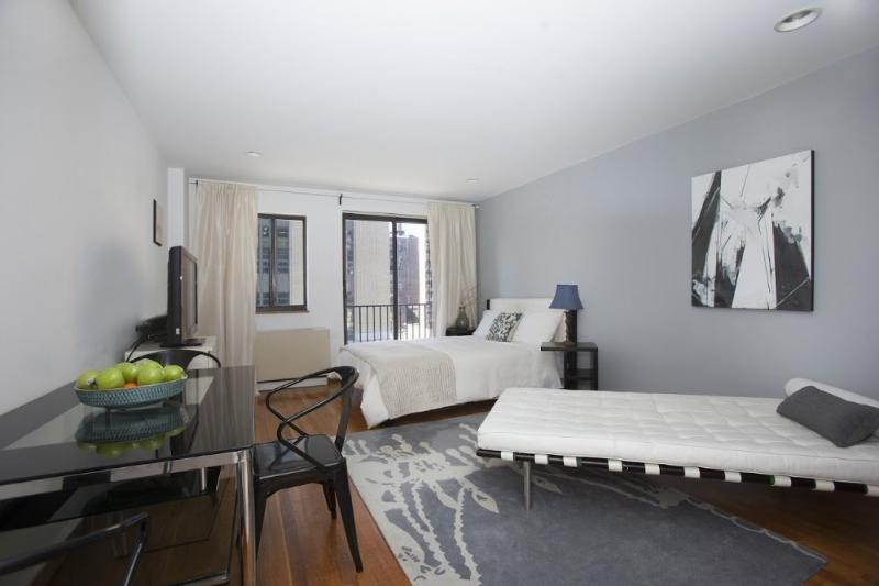 SUNNY AND FURNISHED STUDIO APARTMENT - Image 1 - New York City - rentals