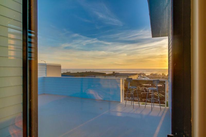 Wheelchair-accessible beachside home, w/ocean views & easy rec area access - Image 1 - Oceano - rentals