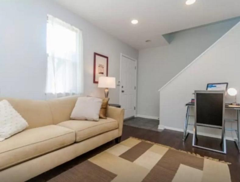 ELEGANT, SPACIOUS AND WELL-APPOINTED 2 BEDROOM, 2.5 BATHROOM - Image 1 - Chicago - rentals