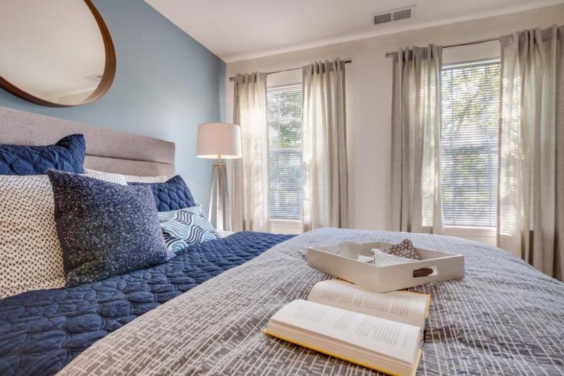 Charming 1 Bedroom Apartment in Schaumburg - Image 1 - Schaumburg - rentals
