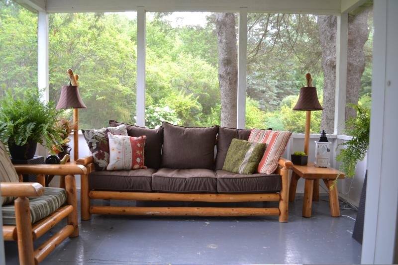Screened porch off the kitchen. Perfect spot for reading and for listening to the crickets and frogs - 5STAR EXECUTIVE LAKESIDE FOUR BEDROOM FARMHOUSE - Golden Lake - rentals