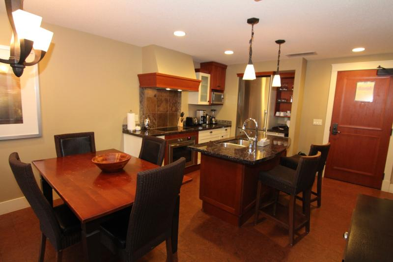 Dining for 4 plus 2 bar stools at the kitchen island. - Relax in this Luxury Canmore 2 Bedroom Condo - Canmore - rentals
