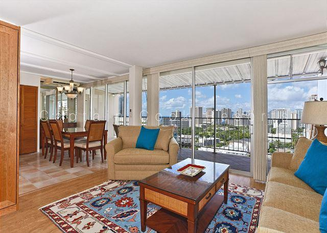 Ocean view extra large one-bedroom with washlets, WiFi, AC, parking, sleeps 6 - Image 1 - Waikiki - rentals