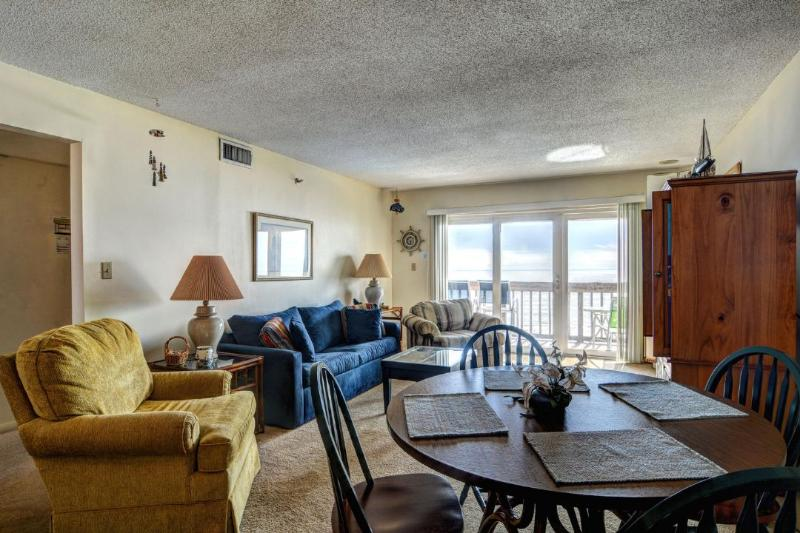 Living Area - Topsail Dunes 3413 | Oceanfront Community Pool | Tennis Courts | Elevator | Private Oceanfront Balcony - North Topsail Beach - rentals