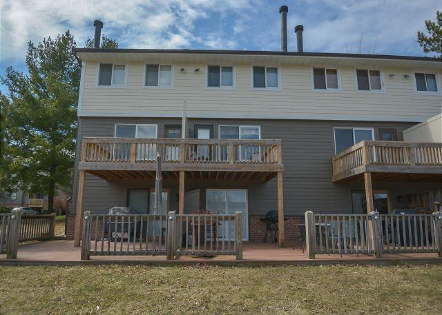 Exterior - Delightful & Charming 3 Bedroom townhome in convenient location! - McHenry - rentals