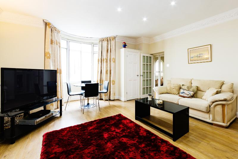 A bright and spacious apartment in Paddington - Image 1 - London - rentals