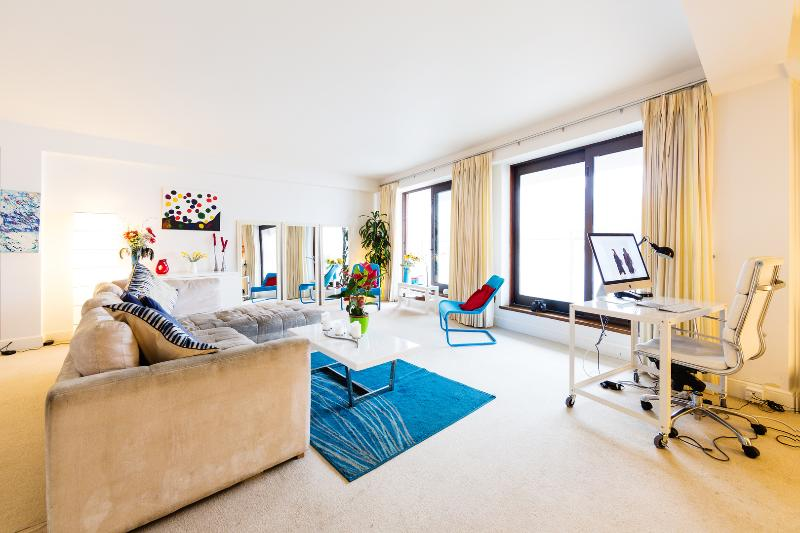A stunning river-side apartment in Pimlico - Image 1 - London - rentals