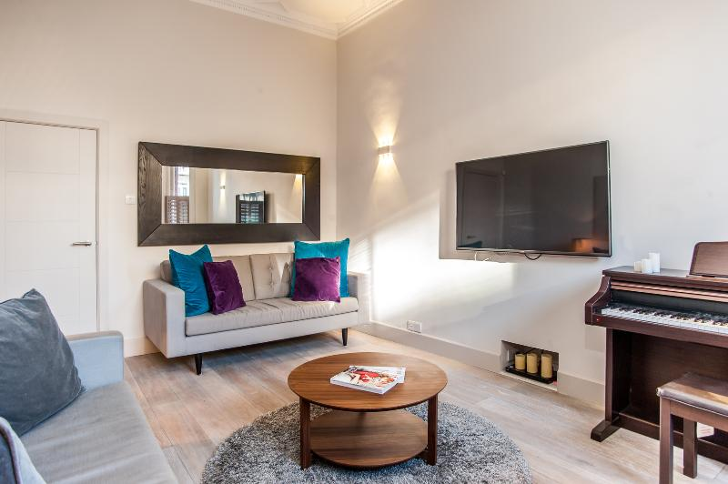 A gorgeous one-bedroom apartment in the heart of exclusive Chelsea. - Image 1 - England - rentals