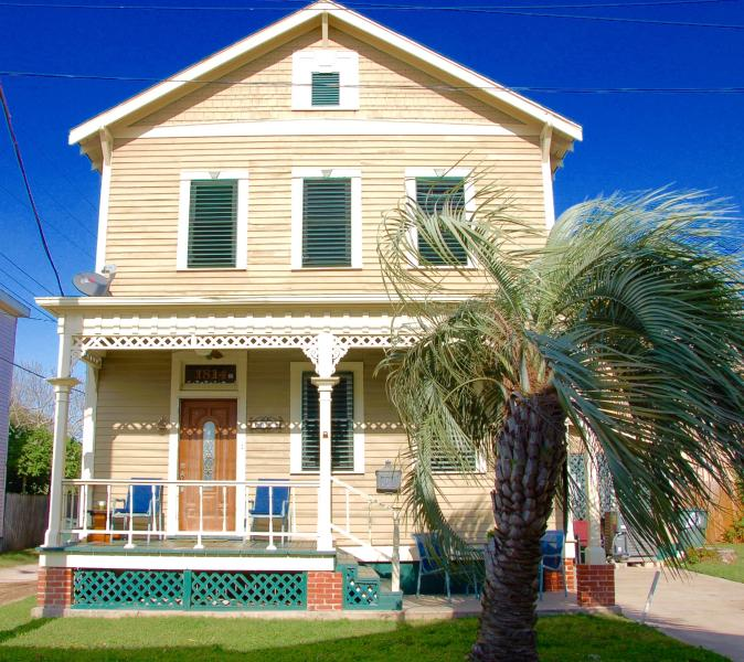Welcome!  You are only 1 block from the beach. - One Block to Beach Two + Blocks to Pleasure Pier, - Galveston - rentals