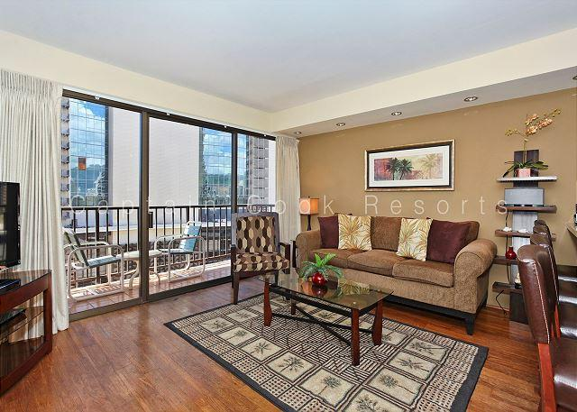 Four Paddle one bedroom with gourmet kitchen, washer/dryer, WiFi and parking! - Image 1 - Waikiki - rentals