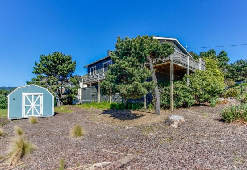 Oceanview, pet-friendly house - walk to the beach! - Image 1 - Lincoln City - rentals
