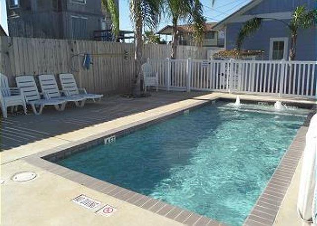 Pool - Nautilus Cottage: Premier 3 bed, 2.5 bath townhome w/Pool, Close to the Beach - Port Aransas - rentals