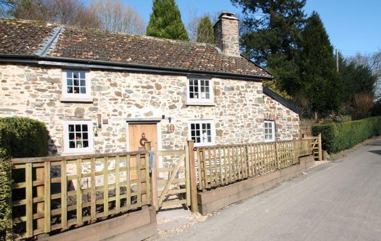 Number 10, Brushford - Image 1 - Dulverton - rentals