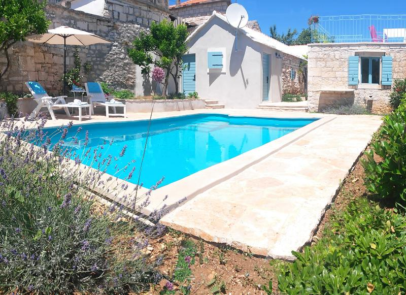Stone cottage with a pool in Selca, island Brac - Image 1 - Cove Puntinak (Selca) - rentals