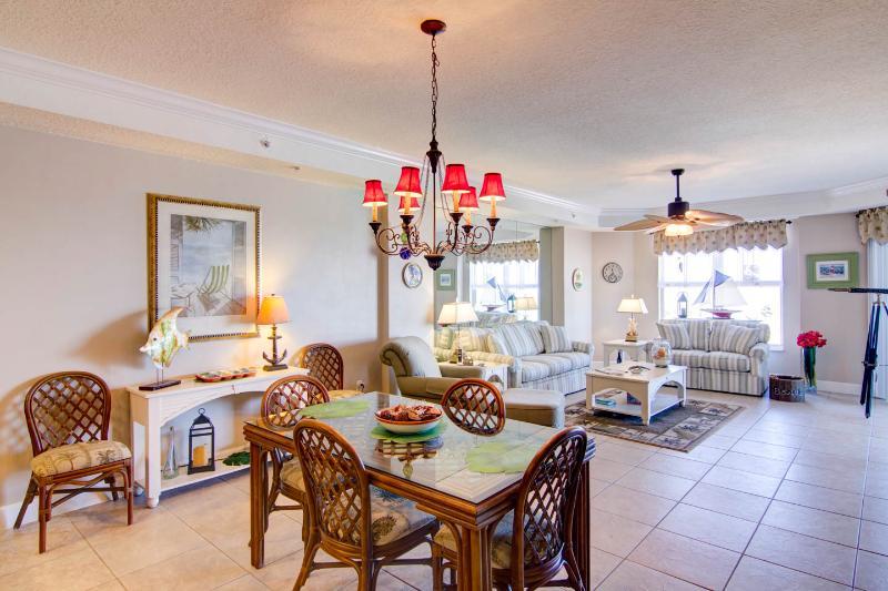 dining area/living room - Daytona Beach Vacation Condo - Daytona Beach - rentals