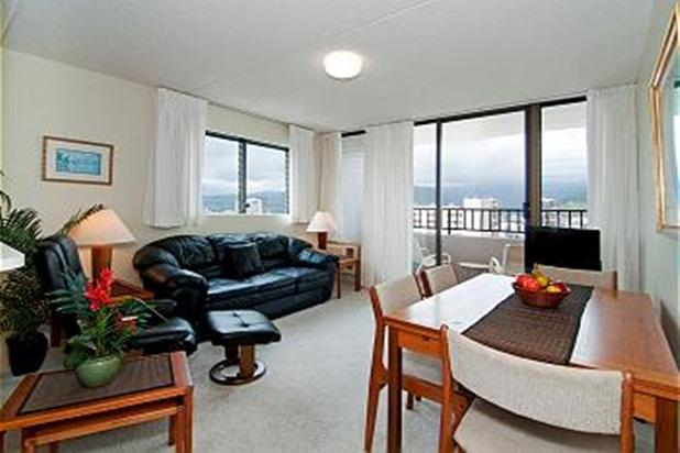 Royal Kuhio End Unit with Mt. Views & Free Parking - Image 1 - Honolulu - rentals