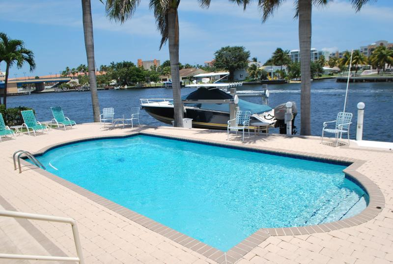 Paradise Rental Retreats welcomes you to Deerfield Beach House! - Deerfield Beach House Walk to the Nightlife! - Deerfield Beach - rentals