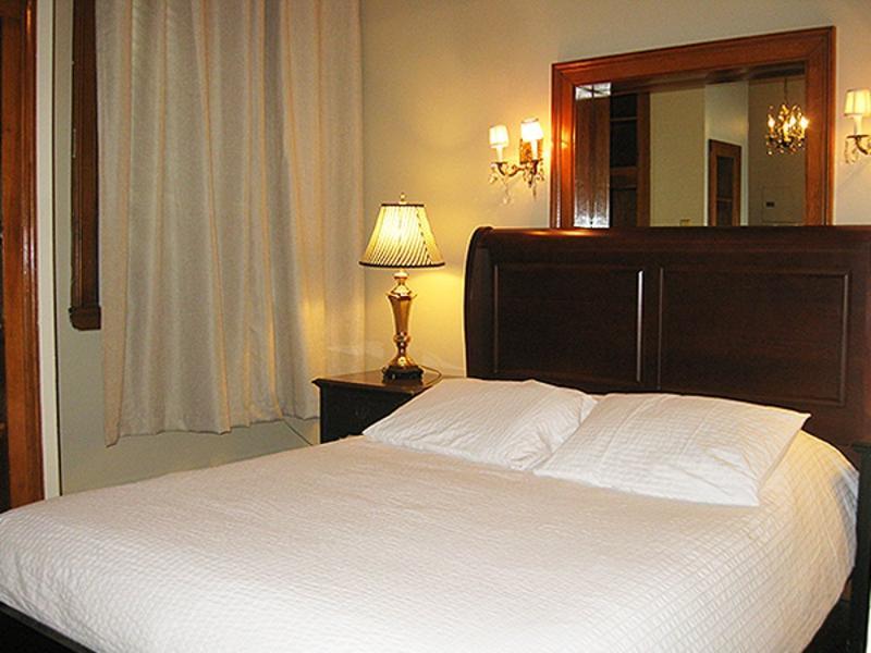 STYLISH FURNISHED 1 BEDROOM, 1 BATHROOM APARTMENT - Image 1 - Boston - rentals