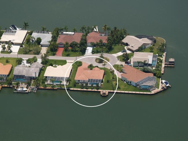 Villa Maria - Eight Lakes, Boatdock with Tiki Hut - Image 1 - Cape Coral - rentals