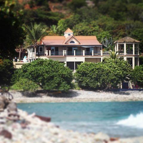 Pelican Beach   Beachfront Suite Escape - Image 1 - Coral Bay - rentals