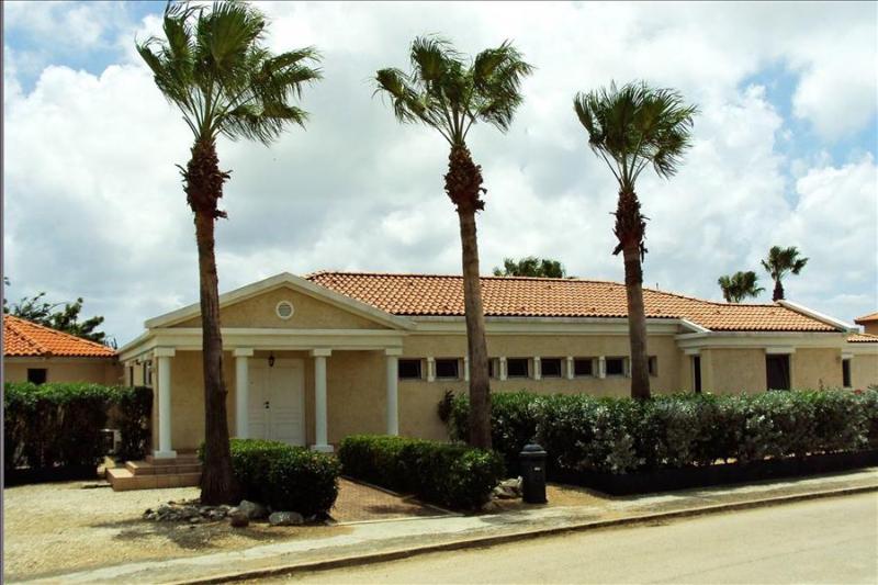 4 bedroom villa located close to Eagle Beach - Image 1 - Noord - rentals