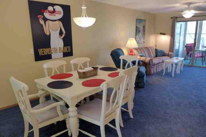Dining Table with Seating for Six - RATE REDUCED!! Table Rock Lake 2 Bedroom, Grnd Floor Condo just south of - Hollister - rentals