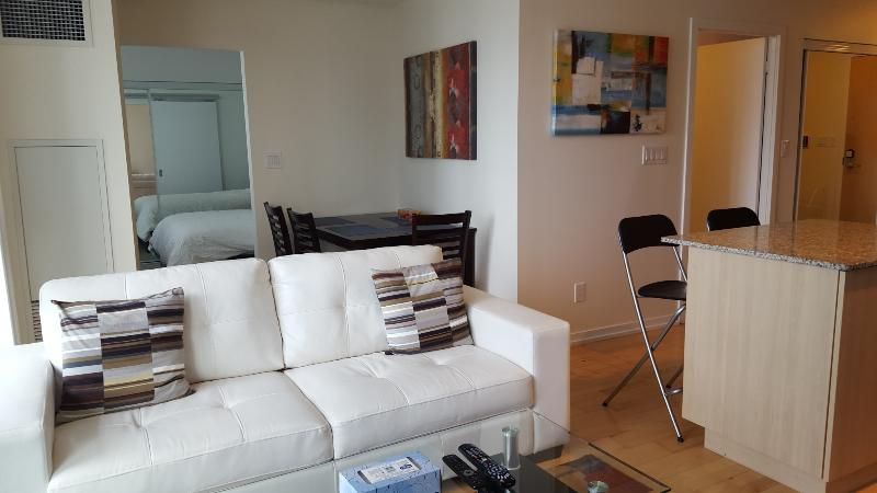 1 Bed + Den Stylish Downtown Condo Harbourfront - Image 1 - Toronto - rentals