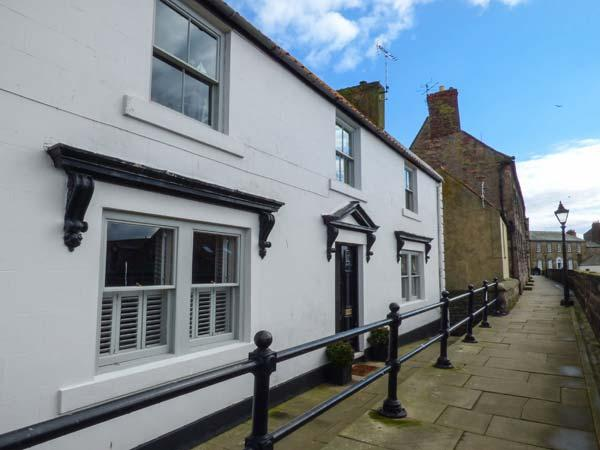THE PREACHER'S HOUSE, luxury historic cottage, harbour views, WiFi, excellent location in Berwick Ref 934152 - Image 1 - Berwick-upon-tweed - rentals