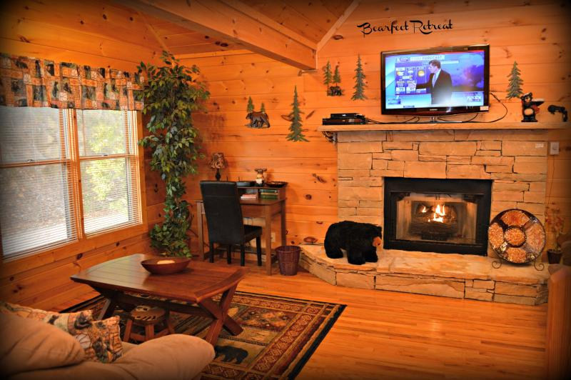 BEARFEET RETREAT CABIN - Rustic Elegant Serene Mountain Location 2 BR Cabin - Gatlinburg - rentals