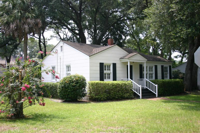 The Seagull Cottage (Near the Village and Pier) - Image 1 - Saint Simons Island - rentals