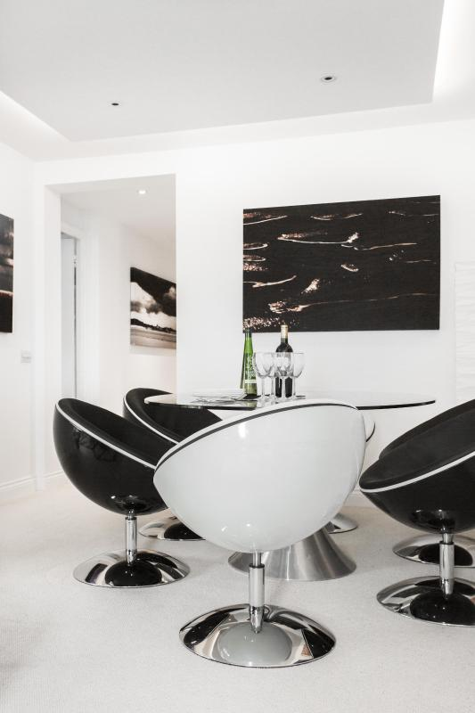 One Fine Stay - Kensington Place II apartment - Image 1 - London - rentals