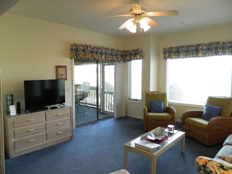 "Large 42"" flat screen tv in living room - Tidewater Club House Villa Retreat! Great Rates! - North Myrtle Beach - rentals"