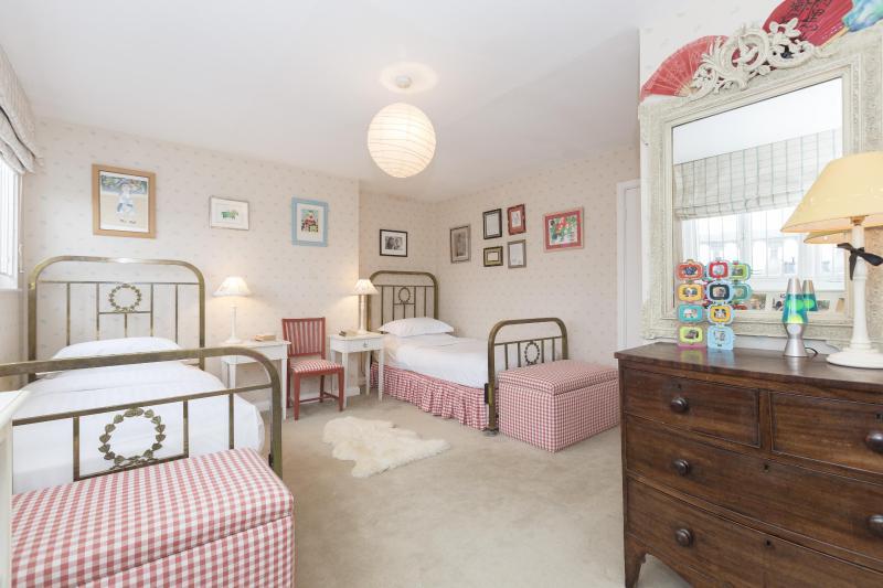 One Fine Stay - Ledbury Road III apartment - Image 1 - London - rentals