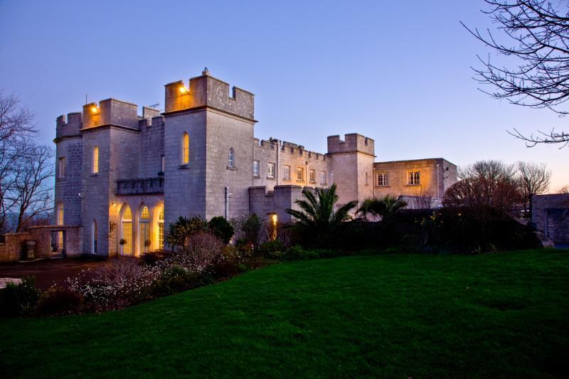 Pennsylvania Castle, Cape Schanck located in Portland, Dorset - Image 1 - Portland - rentals