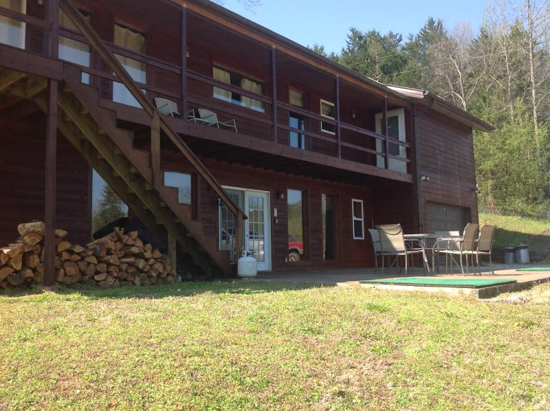 Misty Creek re staining job completed 4-5-16 - Luxurious  Cabin close to the Buffalo River - Jasper - rentals