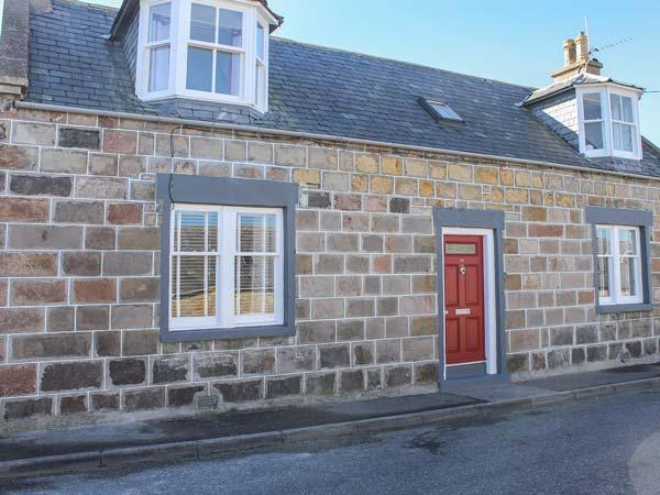 SLATER'S, detached fisherman's cottage, en-suite, woodburner, dog-friendly, in - Image 1 - Portknockie - rentals