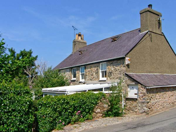 DOLFOR, family friendly, character holiday cottage, with a garden in Nefyn, Ref 936228 - Image 1 - Nefyn - rentals