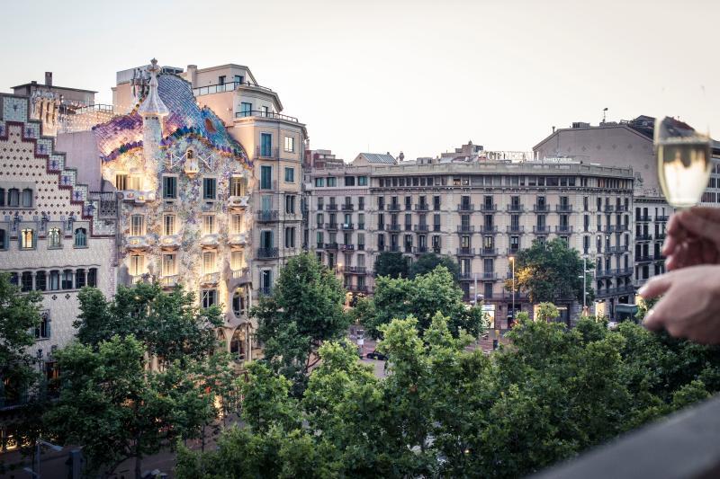 Superb views to Passeig de Gracia Boulevard and Casa Batllo from the balcony of the living room - THE FORTY SIX. LUXURY APARTMENT  PASSEIG DE GRACIA - Barcelona - rentals