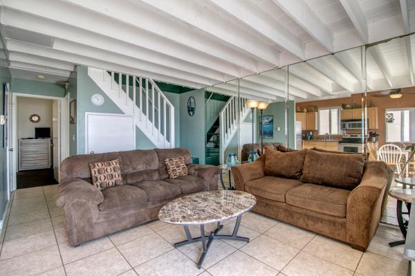 3775OceanFrontWalk-003 - 3775 Ocean Front Walk - San Diego - rentals