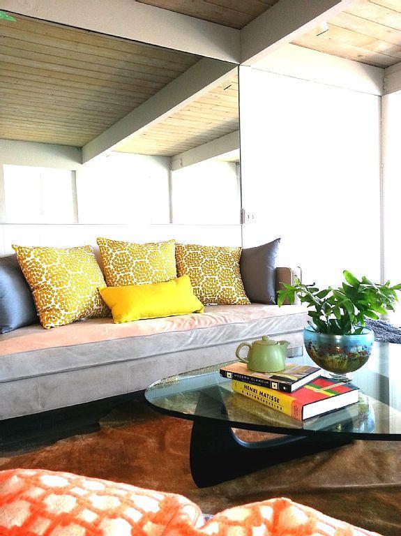 Living room - 2328 Wilbur Ave - San Diego - rentals