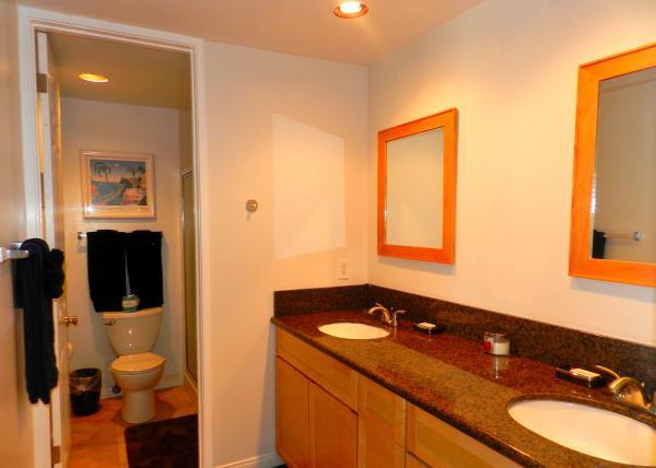 12Master Bath - Idyllic House with 3 Bedroom/2 Bathroom in San Diego (3750 Bayside Walk #02) - San Diego - rentals