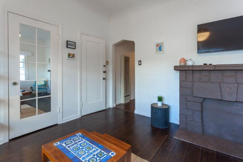 Wonderful Beverly Hills studio apartment on tree lined street - Image 1 - Beverly Hills - rentals