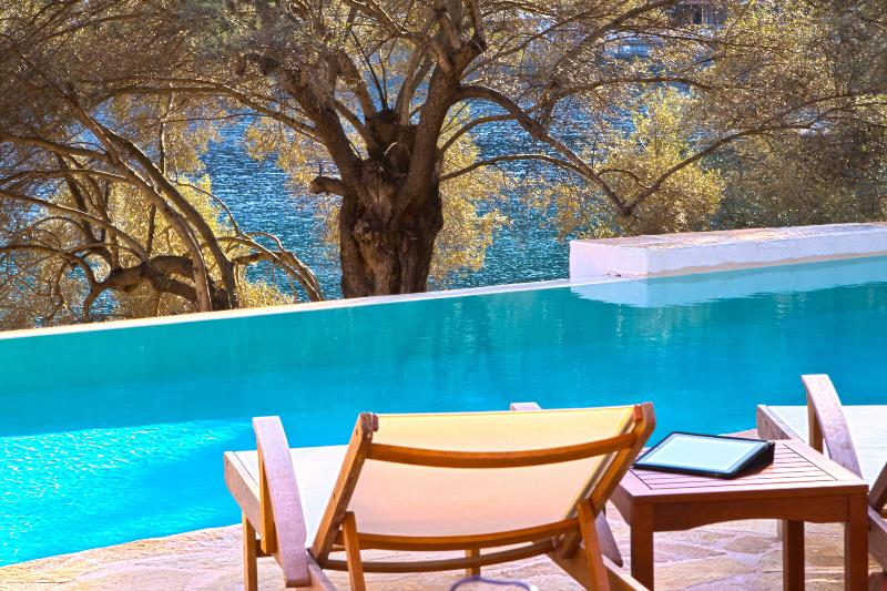 Swimming pool right on the beach - Villa Amoudia - Luxury Villa right on the beach with Private Pool - Sivota - rentals